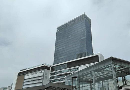 横浜桜木町前